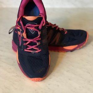 ec8b965720ab37 Brooks Shoes - BLACK FRIDAY 🥳 WOMEN S BROOKS CASCADIA 11 SIZE 9